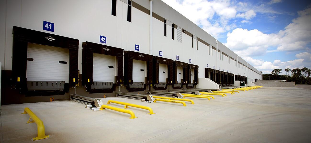 خدمات تعمیرات و سرویس تجهیزات لجستیک تخلیه و بارگیری